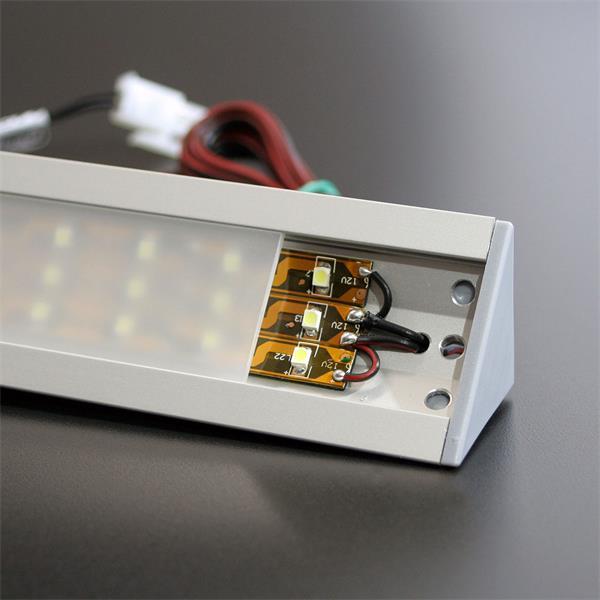 SMD LEDs vom Typ 3528  auf brauner Platine im stylischen Aluminiumprofil