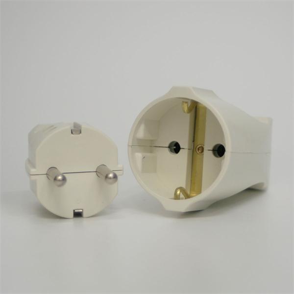Schutzkontakt Stecker mit Kupplung in gerader Steckrichtung