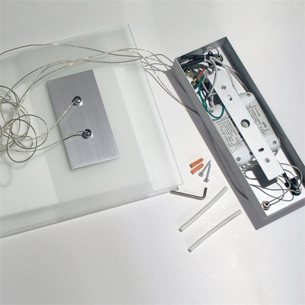 LED Arbeitsplatzleuchte aus satinierten Glas und Aluminium