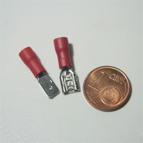 Flachsteckverbinder zur Schaffung einer lösbaren Verbindung, Kennfarbe rot