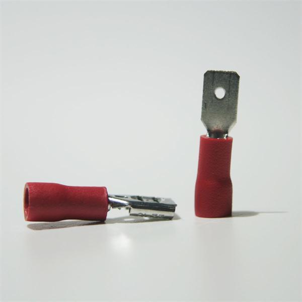 Flachstecker und Flachsteckhülse für Kabelnennquerschnitte von 0,5 bis 1,5mm²