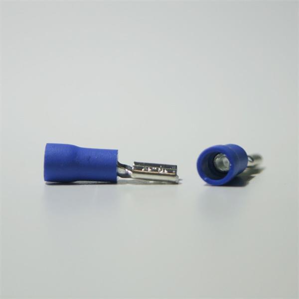 blauer Flachsteckverbinder aus teilisoliertem PVC und Messing, verzinnt