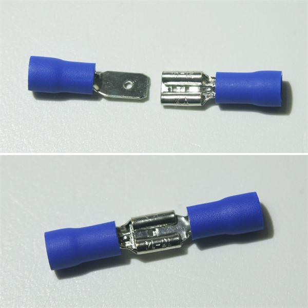 blaue Flachsteckverbinder aus teilisoliertem PVC und Messing, verzinnt