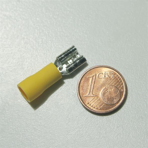 Flachsteckhülse zum Verbinden von Kabel- oder Litzenleitungen
