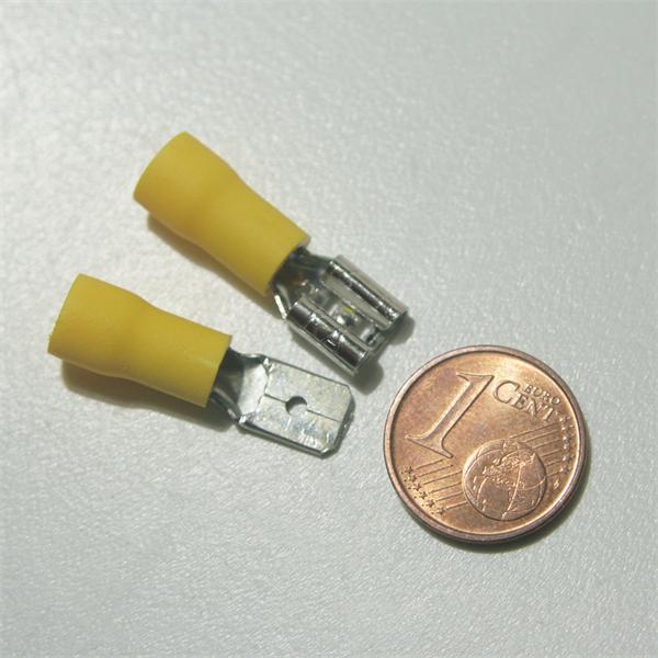 Flachsteckverbinder zur Schaffung einer lösbaren Verbindung, Kennfarbe gelb