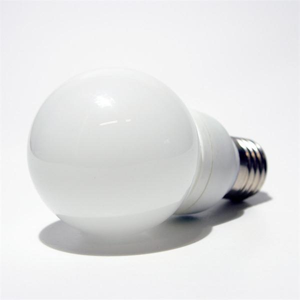 LED Birne mit dem Sockel E27 für 230V und nur ca. 0,5W Verbrauch