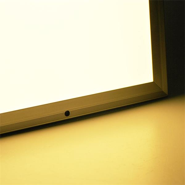 LED Leuchte mit warmweißen und blendfreien Licht