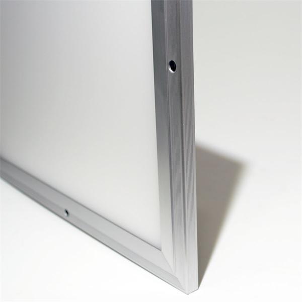 LED Wohnraumbeleuchtung für den Deckenaufbau geeignet